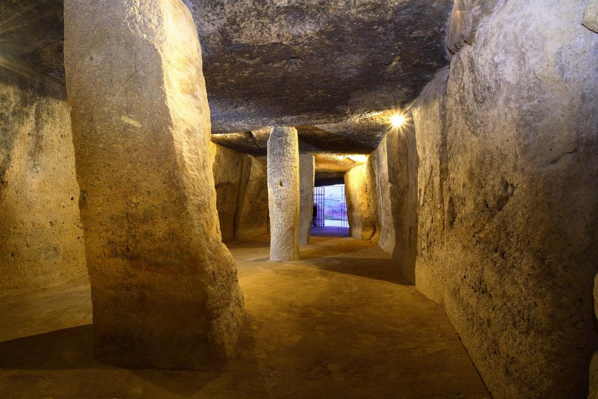ESPAÑA Y EL TURISMO CULTURAL. LOS DÓLMENES DE ANTEQUERA (MÁLAGA, ESPAÑA), PATRIMONIO MUNDIAL UNESCO